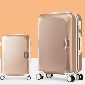 أزياء حقائب السفر